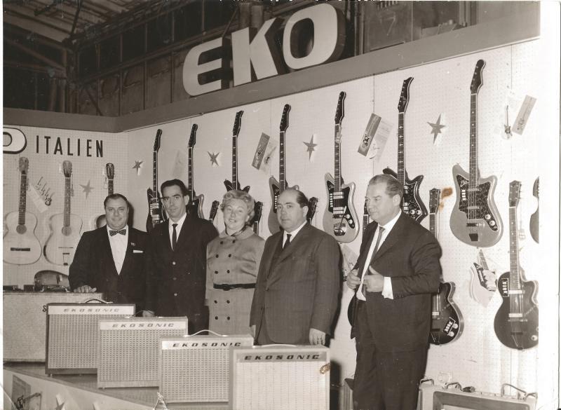 Apr.63Messestand EKO - Wenzel und Marianne mit Repräsentanten der Fa. EKO