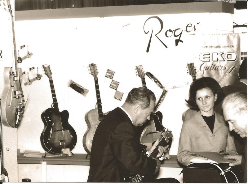 1967WR auf dem Messestand in Frankfurt mit Lehrling Helga Pappenberg