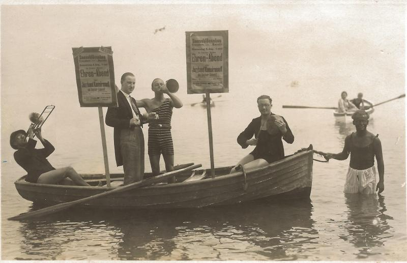 ca1925Bootsfahrt der Band Kamsirossoff - Wenzel im Wasser rechts