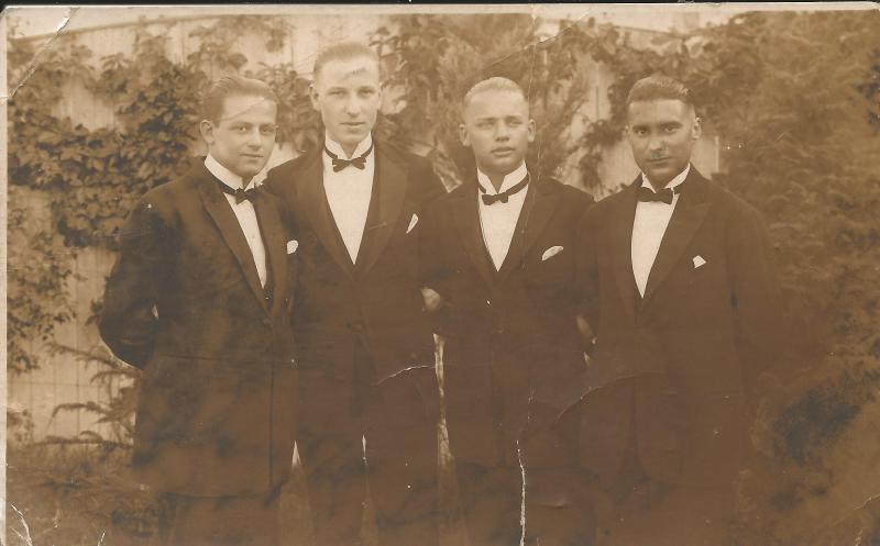 Bild 004 / 15.08.24 / Wenzel mit den Bandkollegen von Kamsirossoff - 2. von rechts