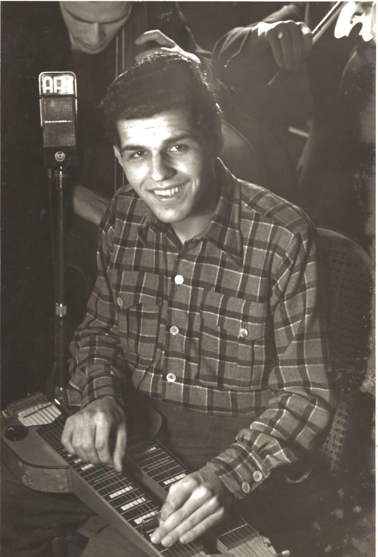 1945Roger Raimond an der Hawai-Gitarre im AFN-Studio