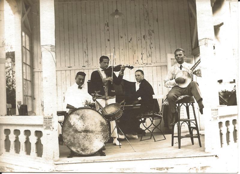 ca1923Kapelle Kamsirossoff mit Wenzel am Banjo