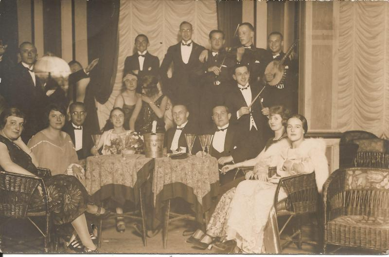 ca1924Kapelle Kamsirossoff - Gruppenbild - Wenzel mit Banjo