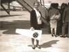 Bild 116 / Dez.64 / Marianne Rossmeisl mit ROGER ELECTRIC auf dem Flug nach USA