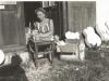Bild 219 / ca. 1957 / Marianne Rossmeisl vor der Werkstatt in Mittenwald