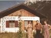 Bild 221 / ca. 1957 / WR und Marianne vor der Werkstatt im Mühlenweg in Mittenwald