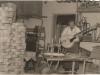 Bild 229 / 1963 / WR in seiner Werkstatt in Neumarkt St. Veit mit einer ROGER LUXUS ULTRA CA