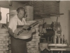 Bild 230 / 1963 / WR in seiner Werkstatt in Neumarkt St. Veit mit einer ROGER LUXUS ULTRA CA
