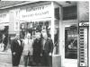 Bild 231 / 1965 / WR mit Frau, EKO-Boss Oliviero Pigini, Thomas Lo Duca, im Ladengeschäft in München