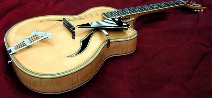 Restauration einer Gitarre  von Herbert Todt mit seltenen Griffbretteinlagen