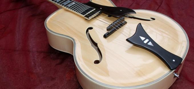 Handgeschnitzte Jazzgitarre MK III – Blond