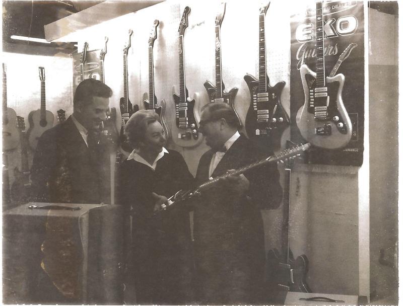1967Messestand EKO in Frankfurt - Marianne Rossmeisl mit Thomas Lo Duca aus Chicago