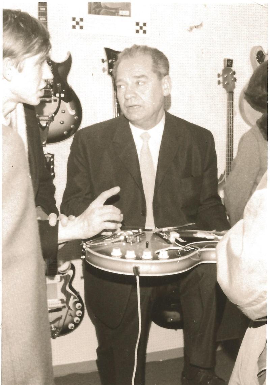 1967Wenzel auf dem EKO-Stand auf der Frankfurter Messe