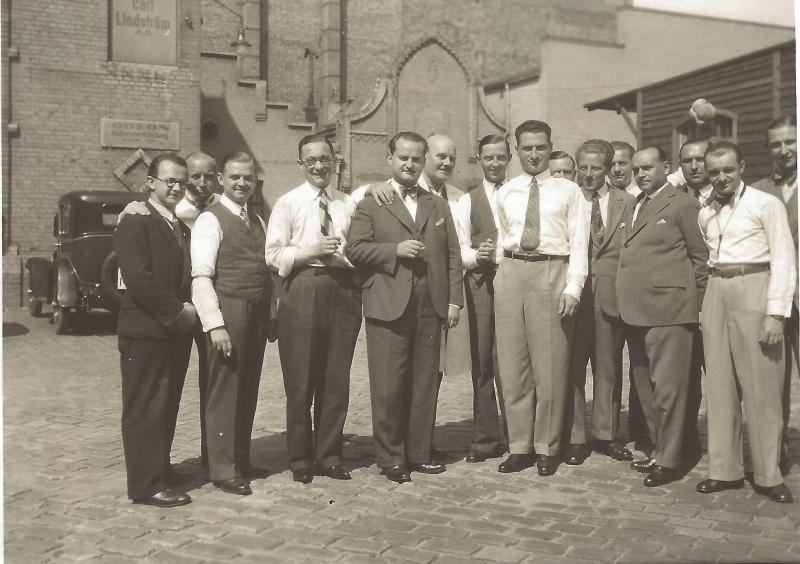 ca1930Gruppenfoto vom Orchester Ben Berlin