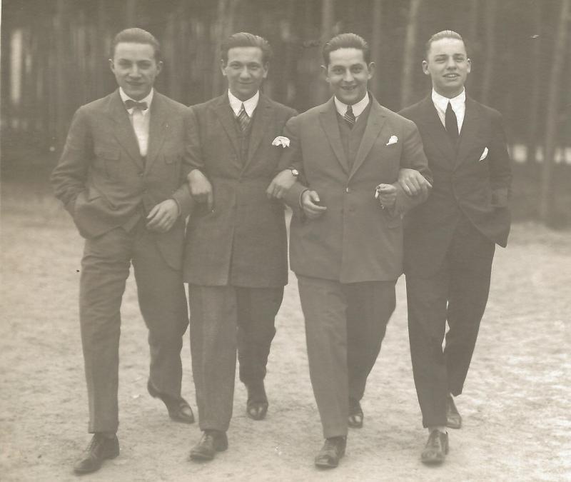 1924Wenzel mit den Bandkollegen von Kamsirossoff - rechts außen