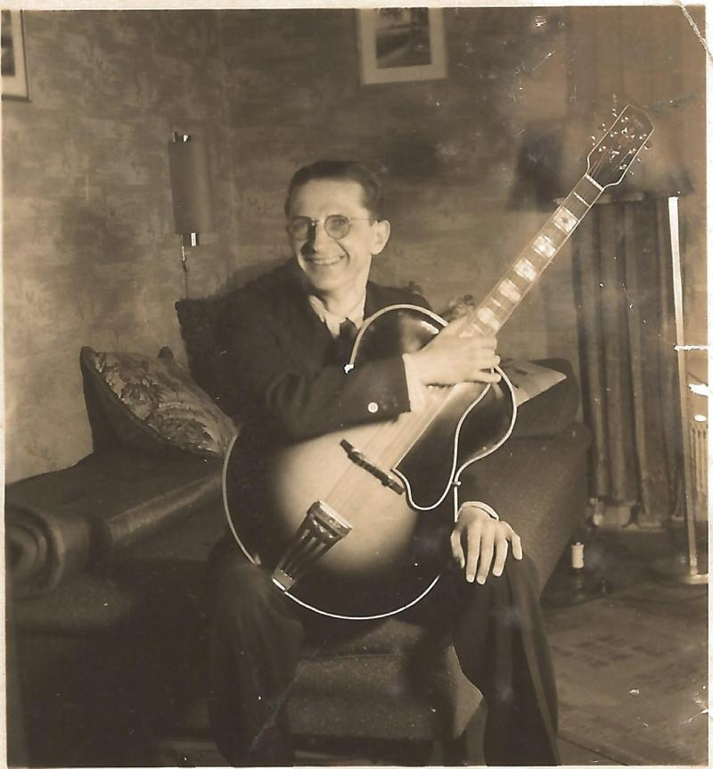 Bild 021 / ca. 1930 / Kurt Schulz mit Vorkriegs-ROGER