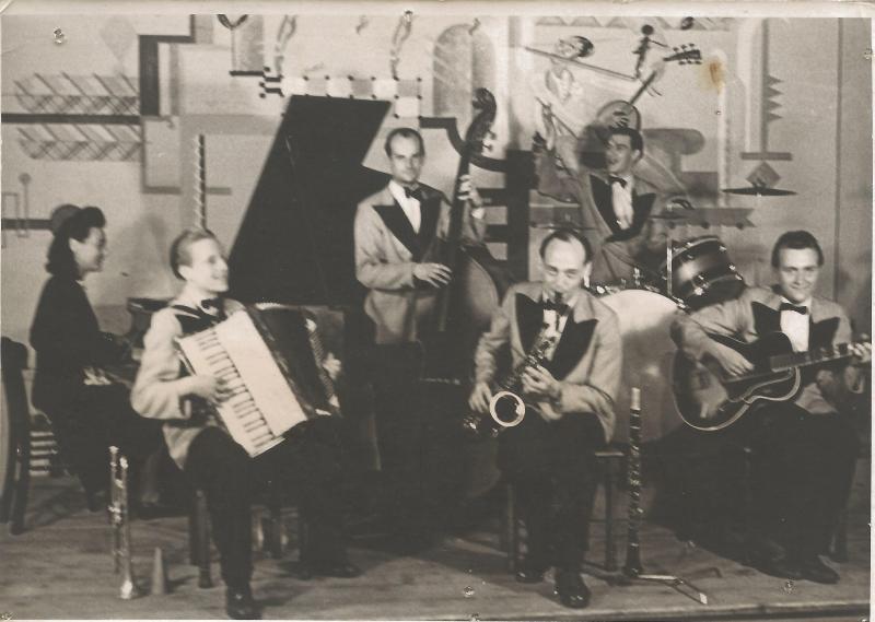 Bild 027 / ca. 1930 / Musikerkollegen mit ROGER STANDARD