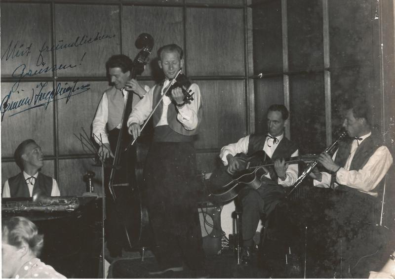 Bild 057 / 1956 / Schnappschuß von den internat. Festspielen in Bergen, mit dabei eine ROGER SUPER CA