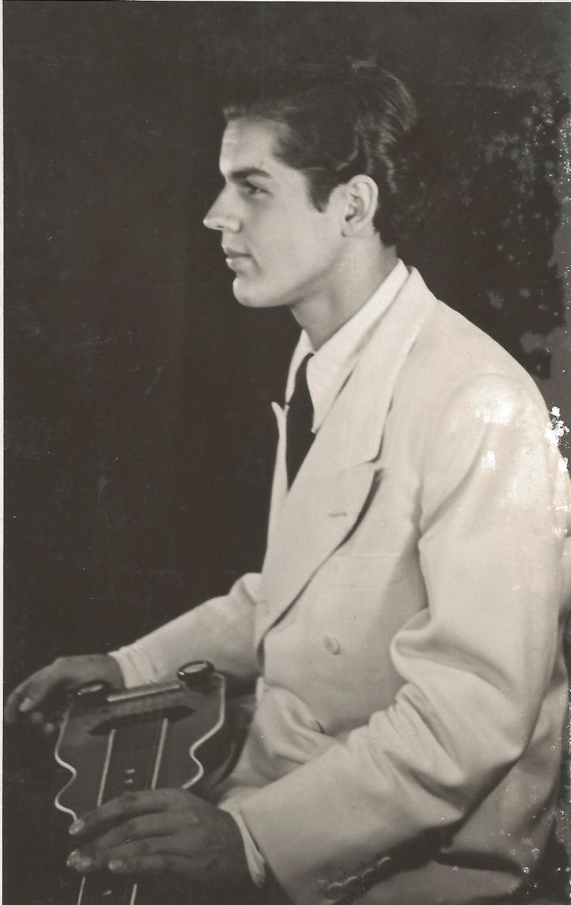 1945Portrait Roger Raimond mit ROGER-Hawaiigitarre