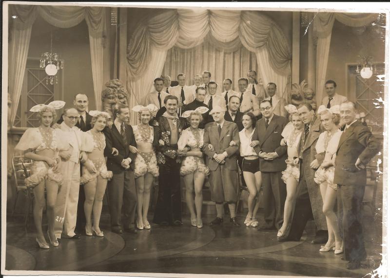 ca1930Ben Berlin, Geiger Helmut Kaiser (m. Brille), Niko Dostal 3. von rechts, WR re. hinten