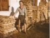ca1956Marianne vor der Werkstatt in Mittenwald